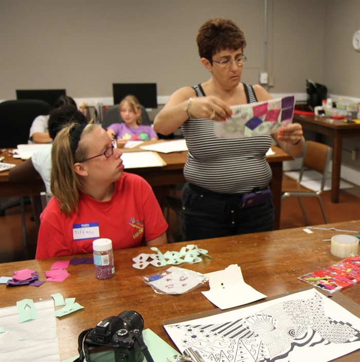 Warren East Middle School art teacher Missi Carini teaches art at the Kentucky Museum.