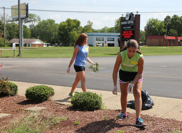 WKU students helping clean and beautify the grounds at WCHS.