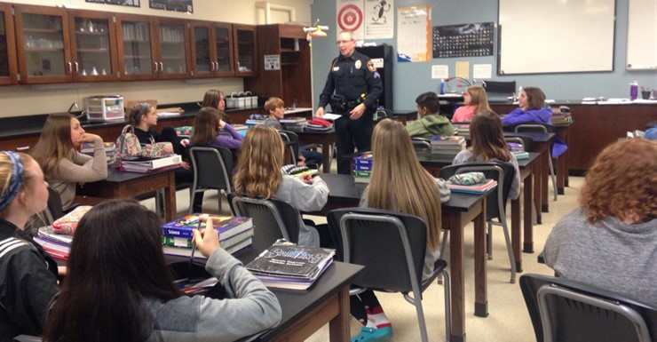 Officer Ronnie Ward speaks to SWMS Leadership Class