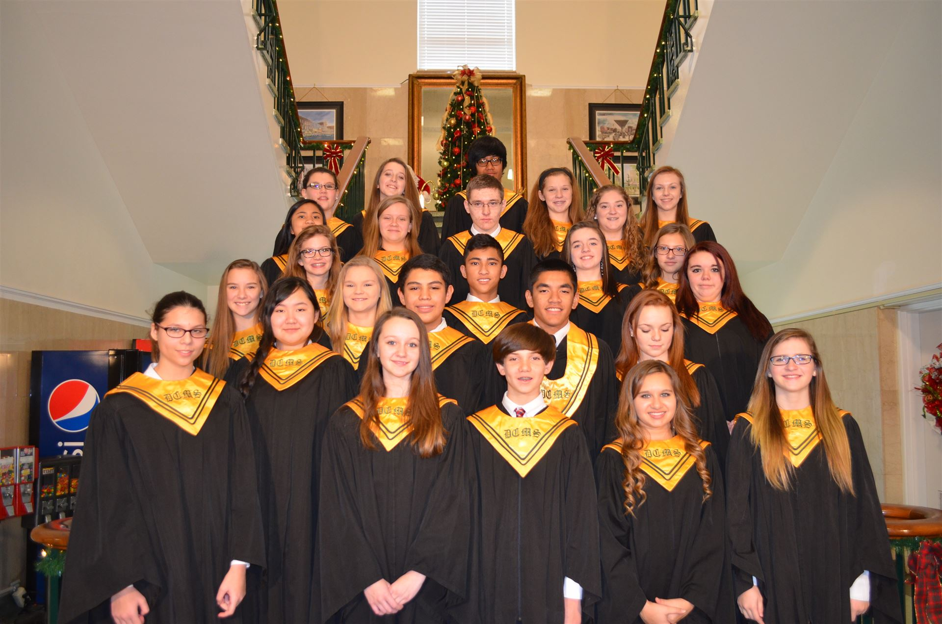 Choir sings at courthouse