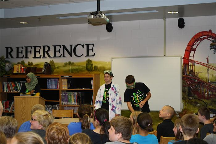 Greenwood Science Class Visits 6th Grade