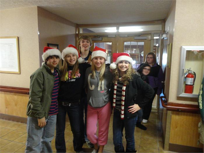 Art Students make Christmas visit to Greenwood Rehab Center