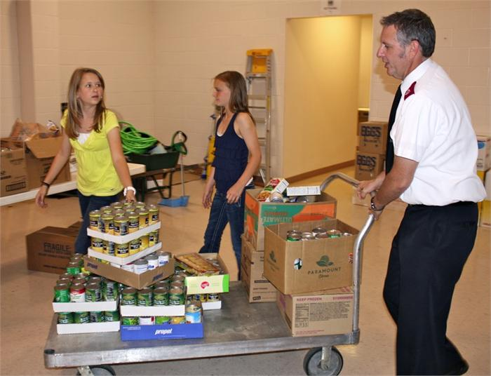 Cumberland Trace students collect food to help the needy